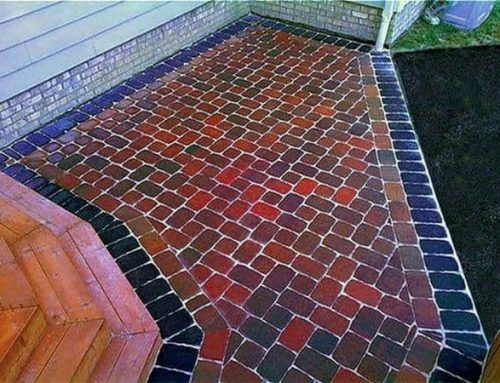 A multi-color patio with a charcoal soldier course with a sailor course in-lay