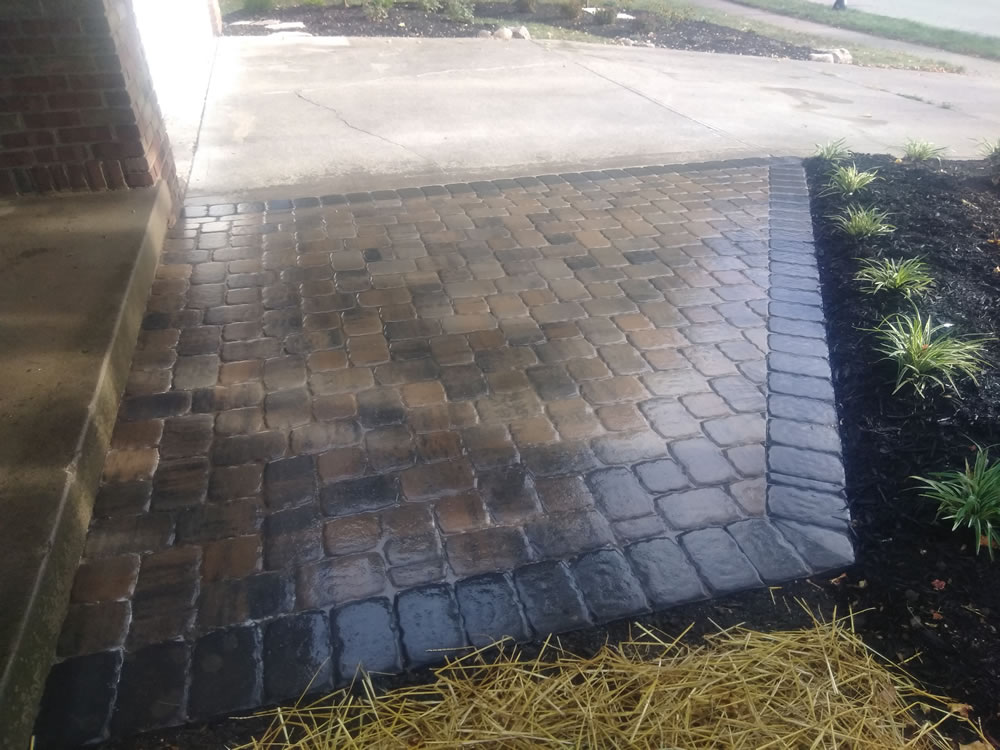 Paver-patio-in-a-flagstone-colored-with-charcoal-outline-s